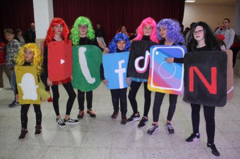 El Centro Cultural de Abla se llena de colorido en la gran fiesta de Carnaval