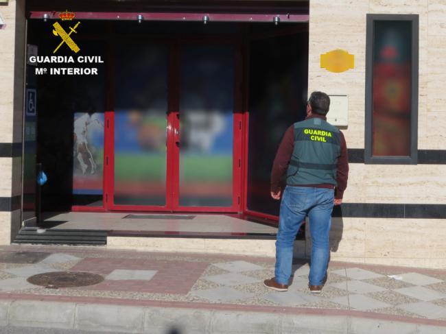Le roban un móvil de 1.000 euros en un salón de juegos