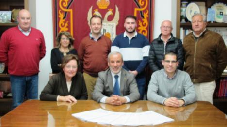 El alcalde de Vera entrega las subvenciones a las cofradías