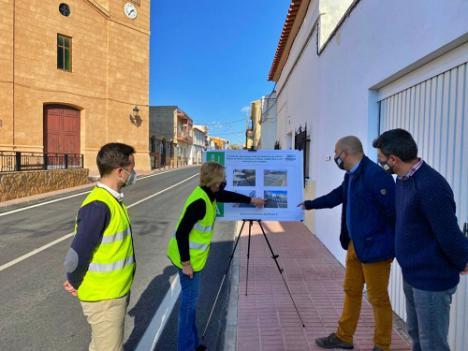 La Junta coloca un paso peatonal con semáforo con pulsador en Olula del Río