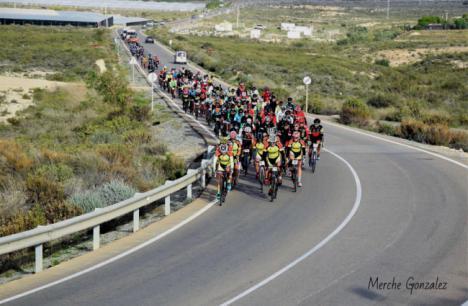 La alcaldesa de Níjar muestra su apoyo al deporte en la I Ciclodeportiva de la Comarca