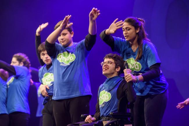 Todos 'suman' en la II Gala de la Discapacidad llena el 'Maestro Padilla'