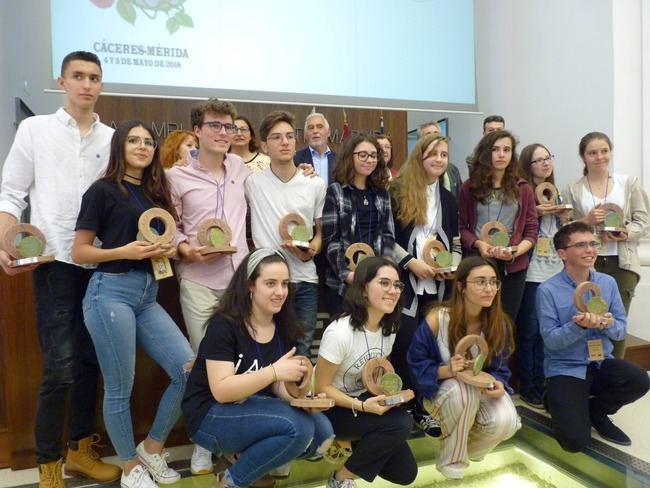 La estudiante de Albox Ana Rosa López Rodríguez es premiada en Disertación Filosófica