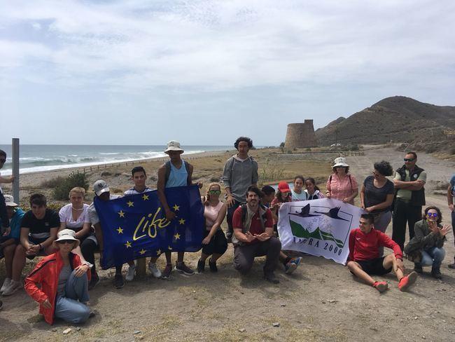 La Junta celebra el Día Europeo de la Red Natura 2000 en Playa Macenas el IES Rey Alabez