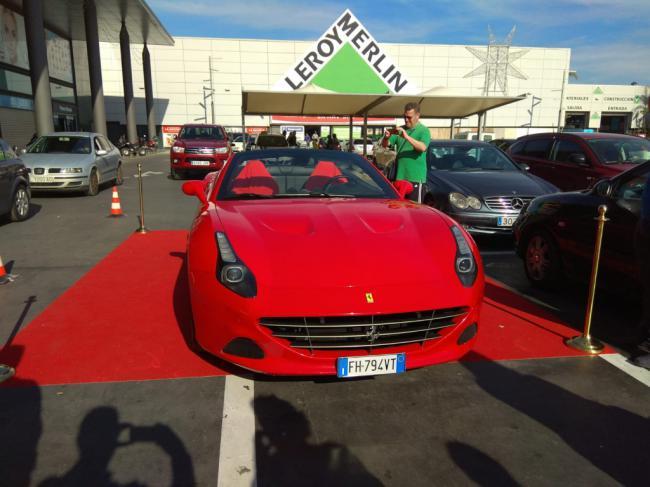 Almería Chárter trae paseos en Ferrari para disfrutar y regalar esta Navidad