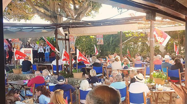 Mitin multitudinario en inglés organizado por PSOE-Somos Mojácar