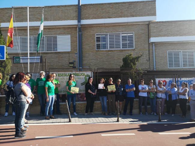 El CEIP Goya protesta por el cierre de una línea de tres años