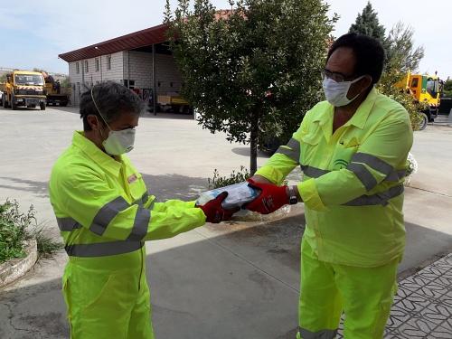 Fomento entrega 4.000 mascarillas a centros de conservación de carreteras