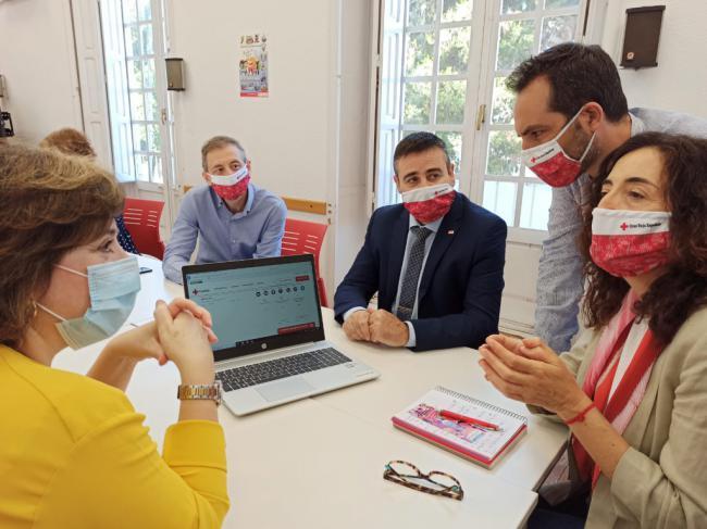 La delegada del Gobierno en Andalucía visita Cruz Roja Almería
