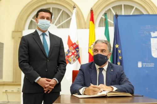 Bendodo firma en Diputación la integración del 112