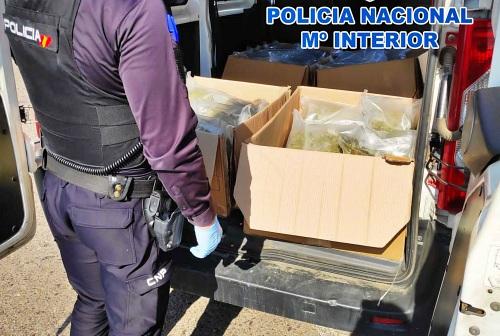 La Policía Nacional detiene en Almería a tres personas transportando marihuana
