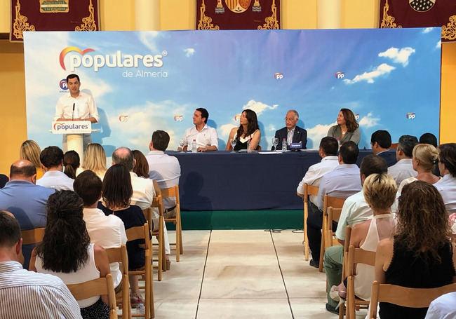 Moreno pone en valor lo que ha hecho el Gobierno andaluz por Almería en seis meses