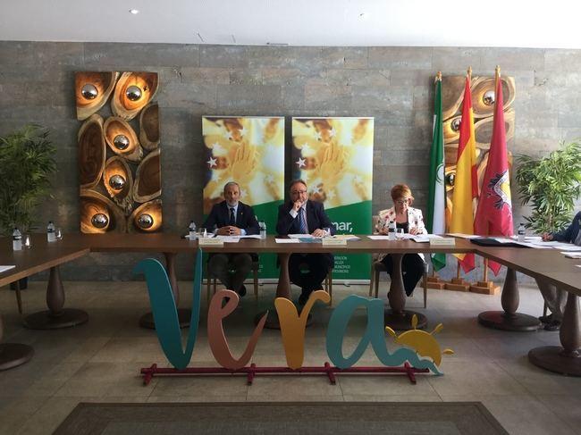 La cúpula de la FAMP se reúne en Vera y aborda el despoblamiento en ámbitos rurales de Andalucía