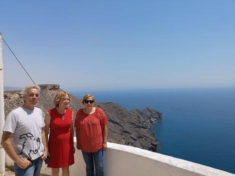 La presidenta de la Autoridad Portuaria visita el faro de Mesa Roldán
