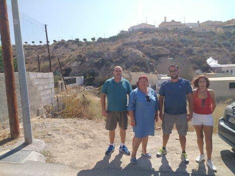 IU denuncia el abandono del barrio Cuevas de los Medina