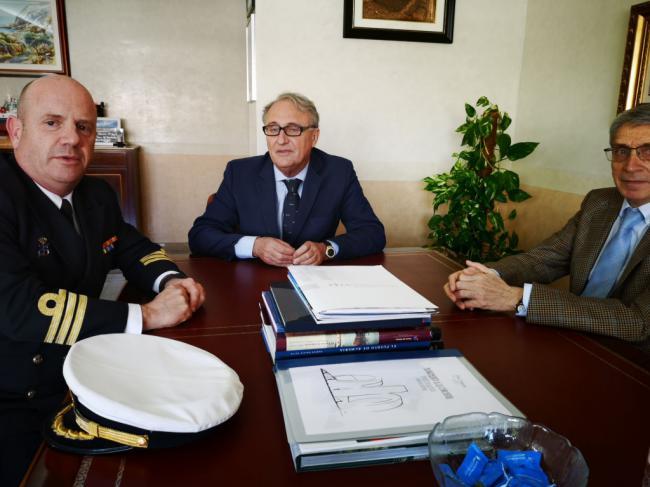 Caicedo recibe al comandante naval Víctor Manuel Garay