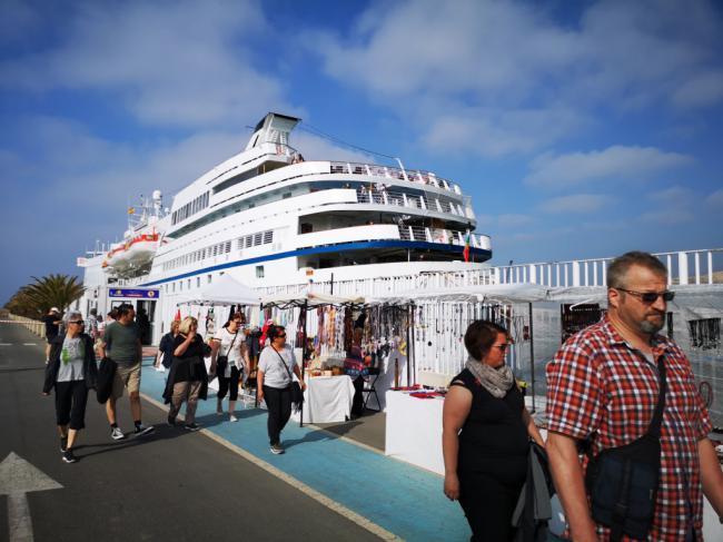 El vetusto crucero Ocean Majesty visita el Puerto de Almería