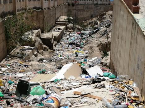 IU traslada a la Fiscalía el problema de los vertidos de basura en el Barranco Caballar