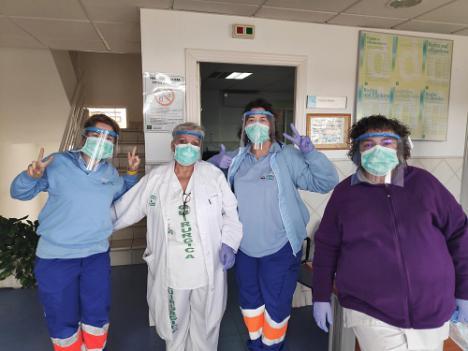 Guadalinfo de Pechina realiza pantallas de protección facial para sanitarios