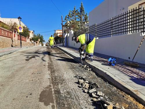 El Ayuntamiento de Vera pavimenta varias calles