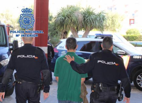 Detenido por exhibir sus genitales ante menores en un parque público