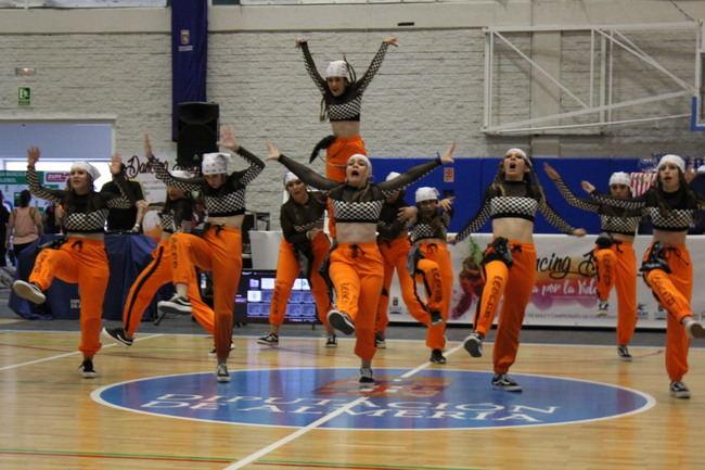 Más de mil personas bailan contras las adicciones en el 'Dancing Day' de Proyecto hombre