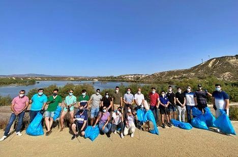 NNGG organiza una recogida de residuos en 'El Salar de los Canos' de Vera