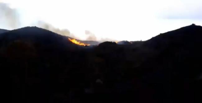 El Infoca y los Bomberos del Levante extinguen el incendio declarado este sábado en Mojácar