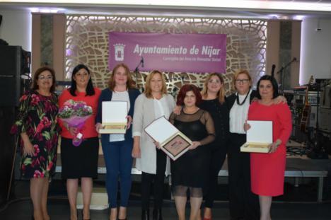 Un millar de nijareñas en la entrega de los IV Premios en Reconocimiento a la Mujer