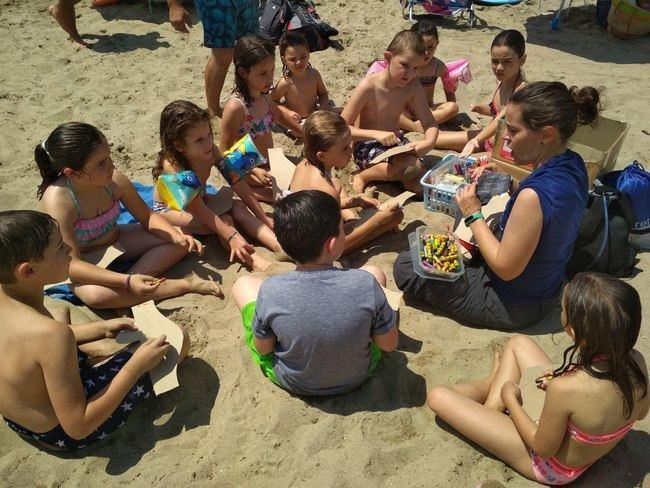 Diputación celebra en la playa de San Juan de los Terreros una jornada 'Pirata'