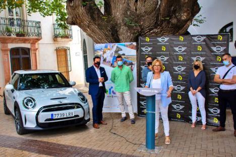 Níjar recibe la primera flota de coches eléctricos de alquiler para el Parque Natural