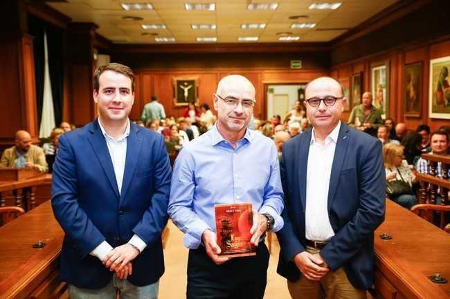 Diputación acoge la presentación de la novela 'Luna de Sangre'