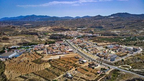 Diputación renueva redes de agua y pavimento en barriadas de Sorbas