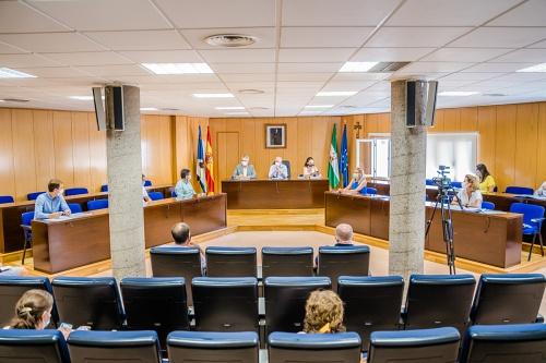 Delegados de Agricultura y de Salud, y el alcalde de Roquetas se reunen con el sector agrícola