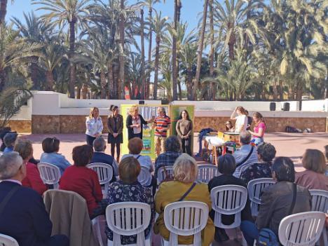 """Encuentro """"intergeneracional"""" entre estudiantes y mayores de Vera"""