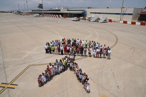 El Aeropuerto de Almería reúne a 200 personas en una fiesta de convivencia