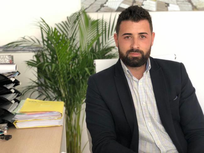 La primera medida del alcalde la Mojonera es subirse el sueldo