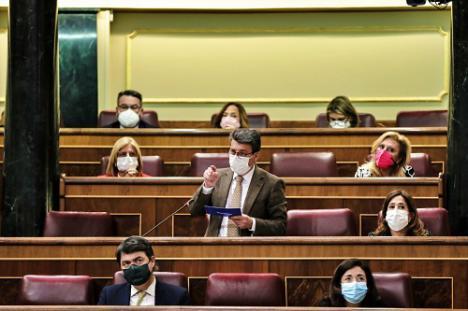 Sorprendente respuesta de la ministra Celaá a Matarí a cuenta de la educación especial