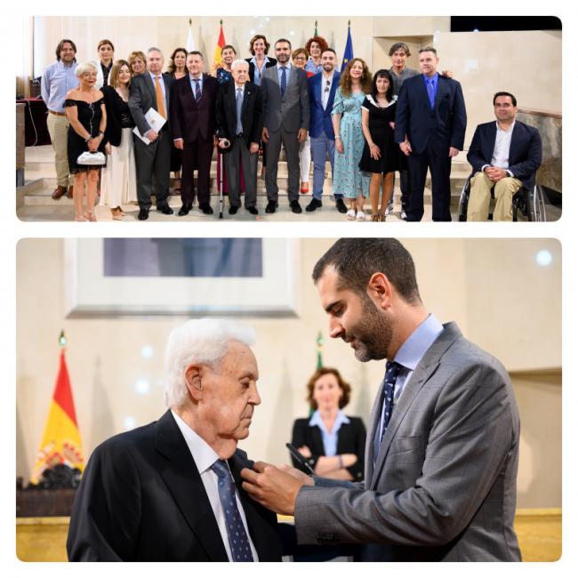 El empresario José Requena recibe el escudo de oro de la ciudad