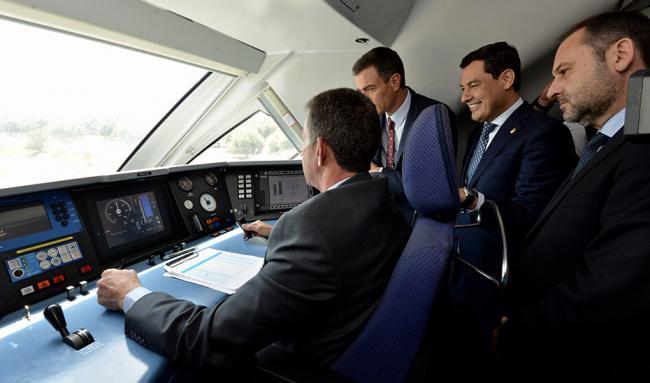 Moreno le recuerda a Sánchez la importancia del AVE de Almería para vertebrar Andalucía