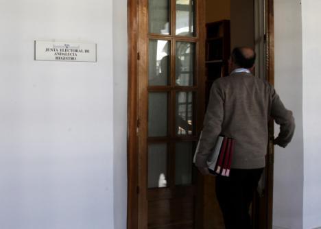23 partidos y seis coaliciones nombran representantes ante la Junta Electoral de Andalucía