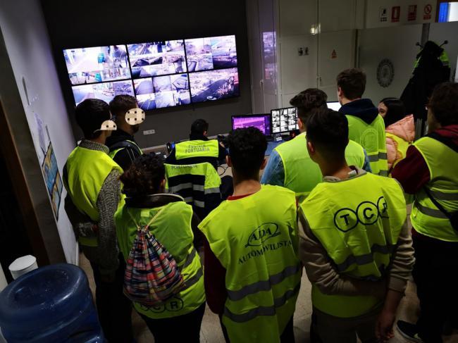 Jóvenes de los Talleres Formativo-Ocupacionales 'Oliveros' visitan el Puerto de Almería