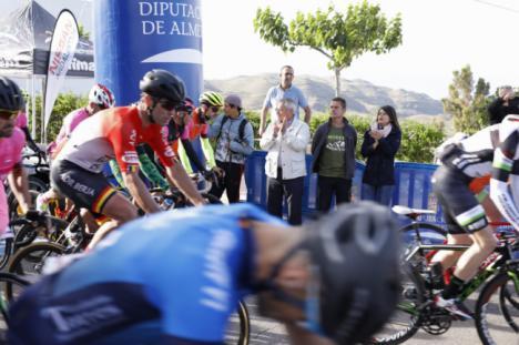 Más de 500 cicloturistas conquistan 'Las 4 cimas' del programa 'Almería Activa'