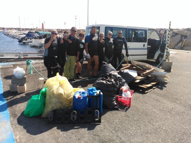 Voluntarios recogen más de tres toneladas de basura de calas inaccesibles de Níjar