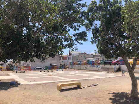 Licitadala zona de juegos y aparcamiento de Los Almendros