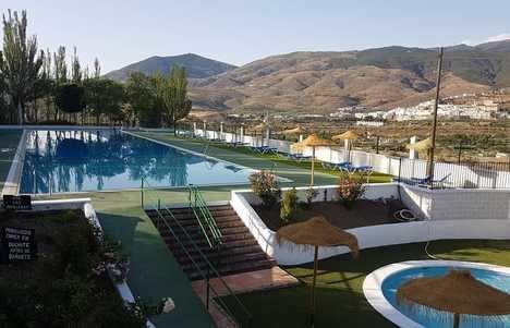 Jornada de puertas abiertas para refrescarse en la piscina municipal de Abla