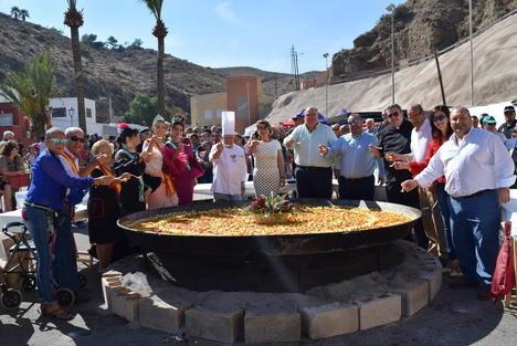 Gran paella popular para un millar de personas en la Feria del Mediodía de Gádor