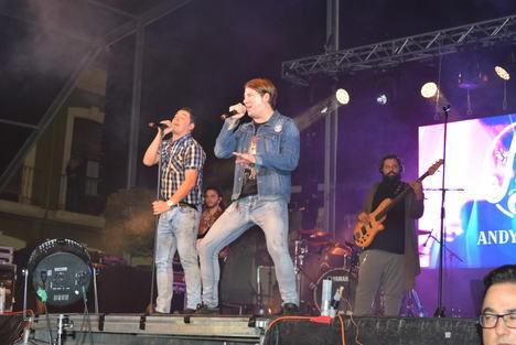"""Cientos de personas vibraron en Gádor con las canciones de """"Andy & Lucas"""""""