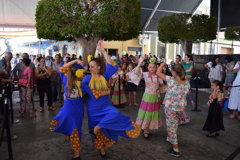 La muestra de baile y el concurso de sevillanas amenizan la Feria del Mediodía de Gádor