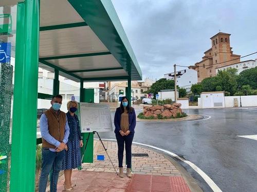 La Junta finaliza la instalación de 10 marquesinas en la provincia